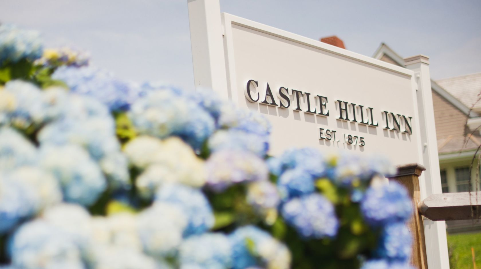 Castle Hill Inn sign outside